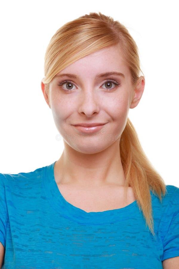 Étudiante de sourire blonde occasionnelle de fille de portrait d'isolement. Université d'éducation. image libre de droits