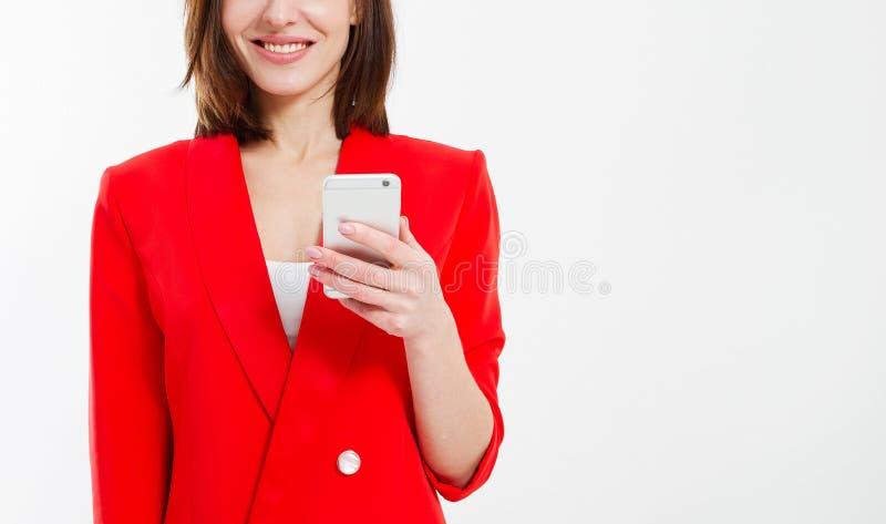 Étudiante moderne dans le costume rouge d'isolement sur le fond blanc, concept d'éducation, selfeducation image stock