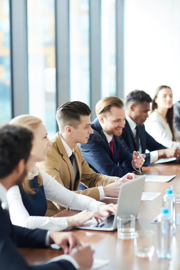 Étudiants d'affaires au cours photo libre de droits