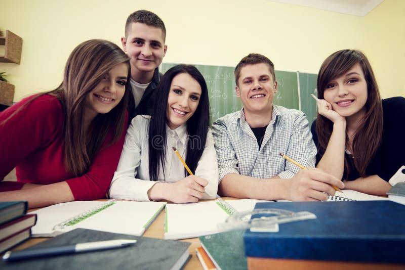 Étudiants dans la salle de classe photo stock