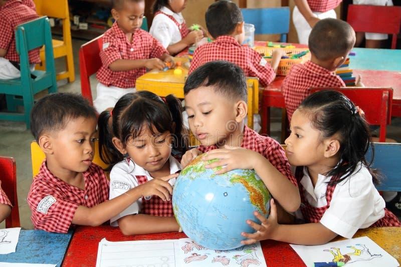 Étudiants de jardin d'enfants images libres de droits