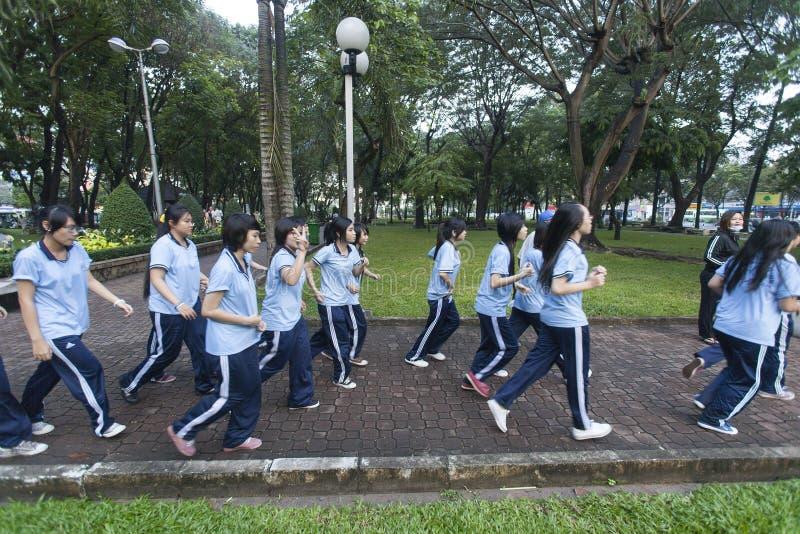 Étudiants de lycée dans l'exercice du Vietnam images libres de droits