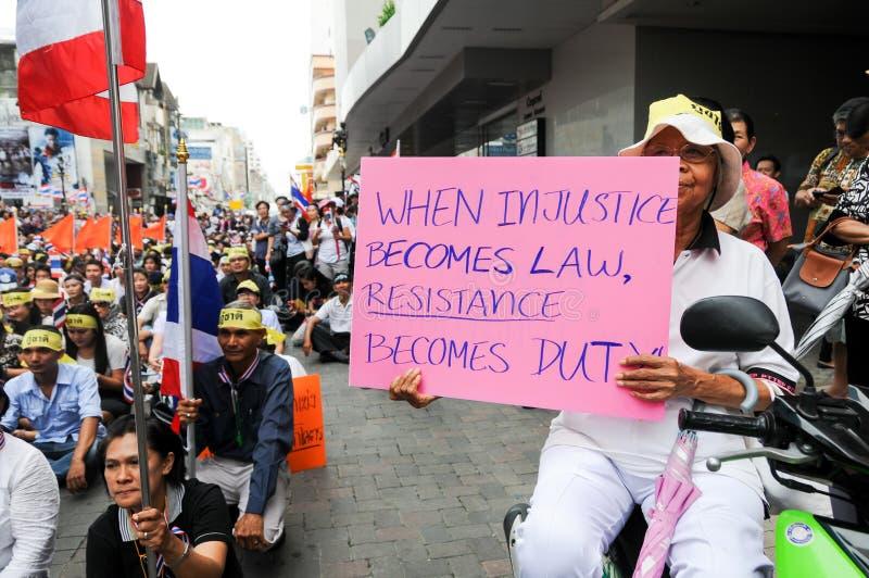 Étudiants et marche de citoyens. Été en désaccord avec la législation Thaïlande de l'amnistie du gouvernement photos libres de droits