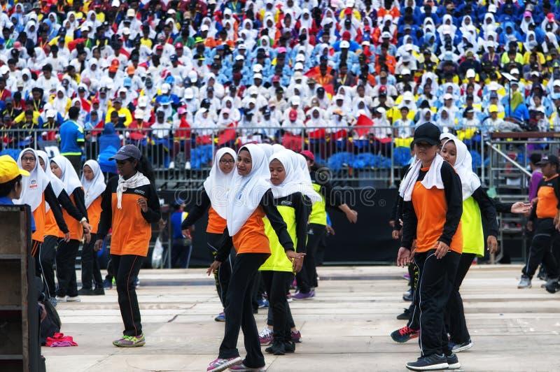 Étudiants malaisiens pratiquant pour Hari Merdeka en Malaisie, Kuala Lumpur image stock