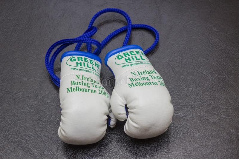 Évènements mémorables miniatures de gants de boxe d'équipe de boxe de l'Irlande du Nord des jeux 2006 de Commonwealth tenus dans  photographie stock