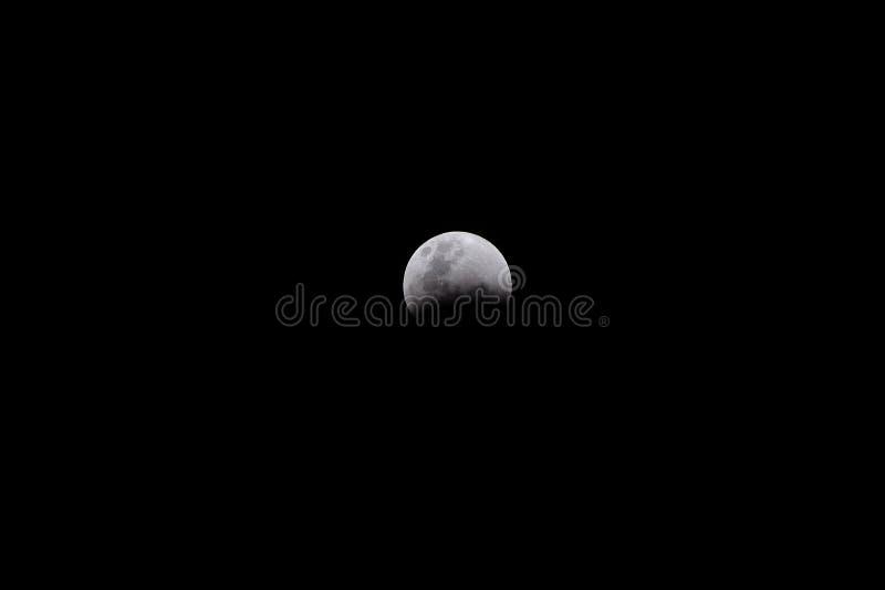 Événement d'éclipse lunaire sur le fond noir photographie stock