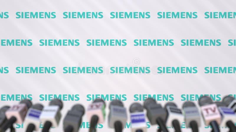 Événement de médias de SIEMENS, mur de presse avec le logo et les microphones, rendu 3D éditorial illustration libre de droits
