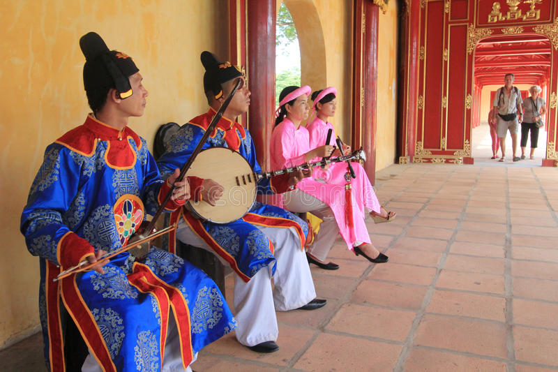 Événement traditionnel de représentation de musique du Vietnam en Hue photo stock