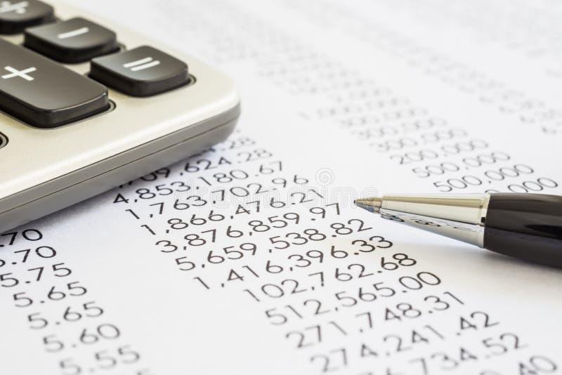 Évaluation de comptabilité et d'audit des relevés des compte financier  photos libres de droits