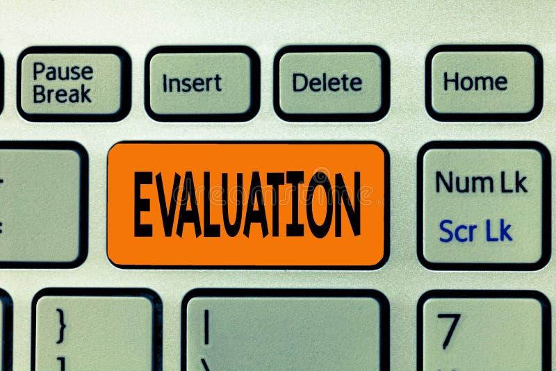 Évaluation des textes d'écriture de Word Le concept d'affaires pour le retour de jugement évaluent le perforanalysisce de qualité photos stock