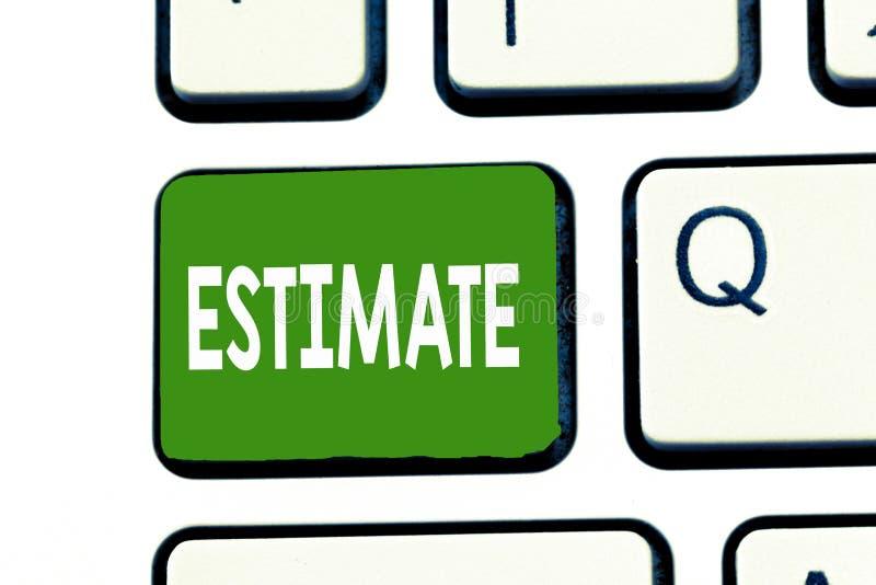 Évaluation des textes d'écriture de Word Le concept d'affaires pour rudement calculent l'ampleur de quantité de nombre de valeur  photographie stock