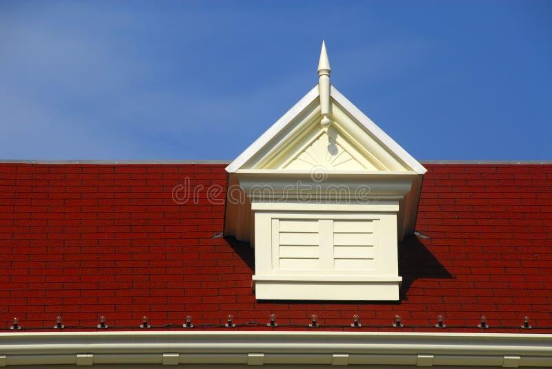 Évent de toit de pyramide avec l'auvent photos stock