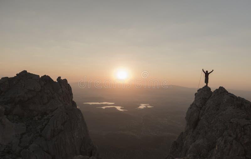 Éxito de la subida en la salida del sol foto de archivo libre de regalías