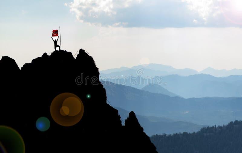 Éxito de un escalador acertado imagenes de archivo