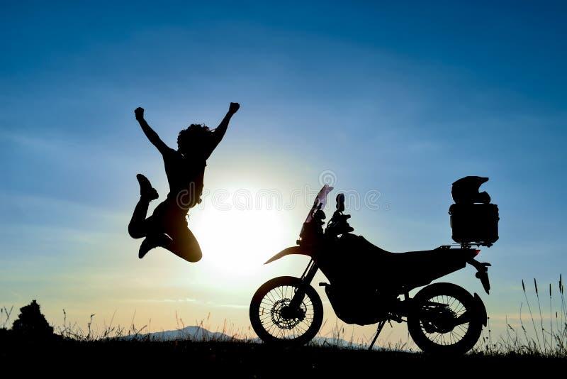 Éxito del pico del ` s de la moto y día dinámico imagen de archivo