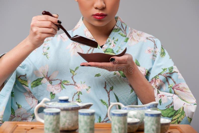 Être prêt pour la cérémonie de thé photos stock