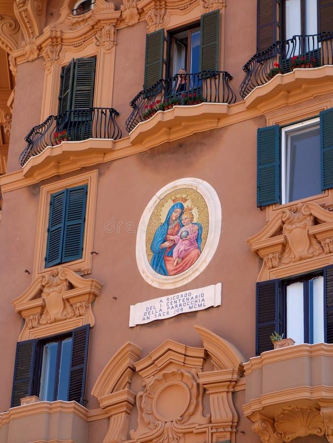 Ícone colorido no condomínio grande de Praga, República Checa fotos de stock