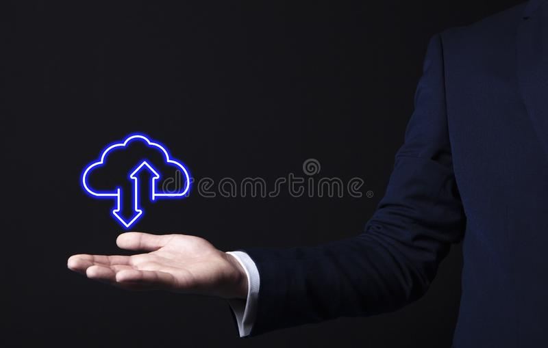 Ícone da nuvem na mão do homem de negócios fotos de stock