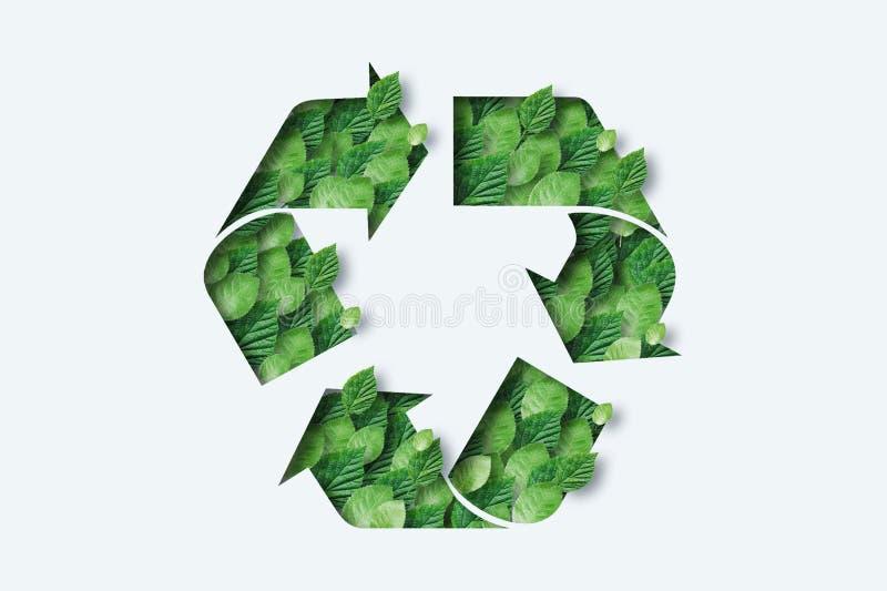 Ícone de reciclagem feito de folhas verdes Fundo claro O conceito de reciclagem, produção não-resíduos, eco-plástico, eco-combust ilustração stock