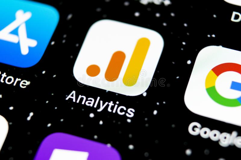Ícone do aplicativo Google Analytics no fechamento de tela do Apple iPhone X ícone do Google Analytics aplicativo Google Analytic imagens de stock royalty free