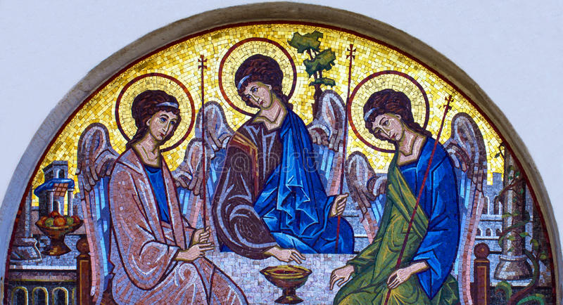 Ícone do mosaico da trindade santamente na igreja ortodoxa, Budva, Montenegr imagens de stock