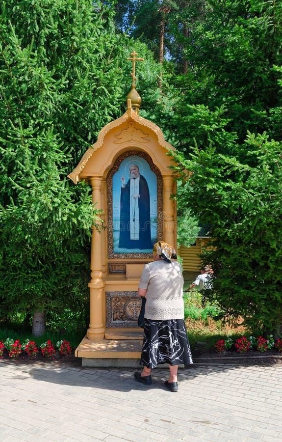 Ícone na mola santamente do serafim de Saint de Sarov, Rússia imagens de stock royalty free
