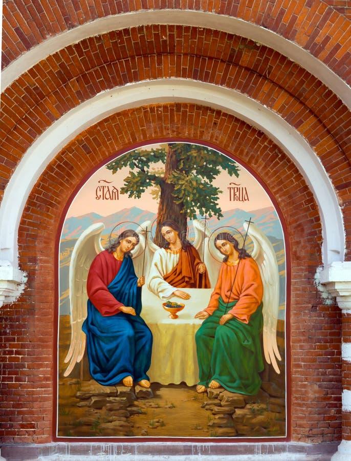 Ícone na parede da igreja da trindade, Zadonsk imagens de stock royalty free