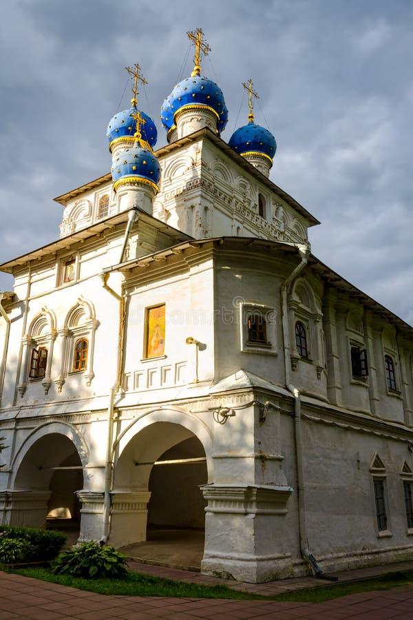 Ícone um a parede da igreja de Kazan em Kolomenskoye, Rússia imagens de stock