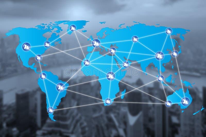 Ícones da conexão de rede dos povos com conexão do mapa do mundo fotografia de stock royalty free