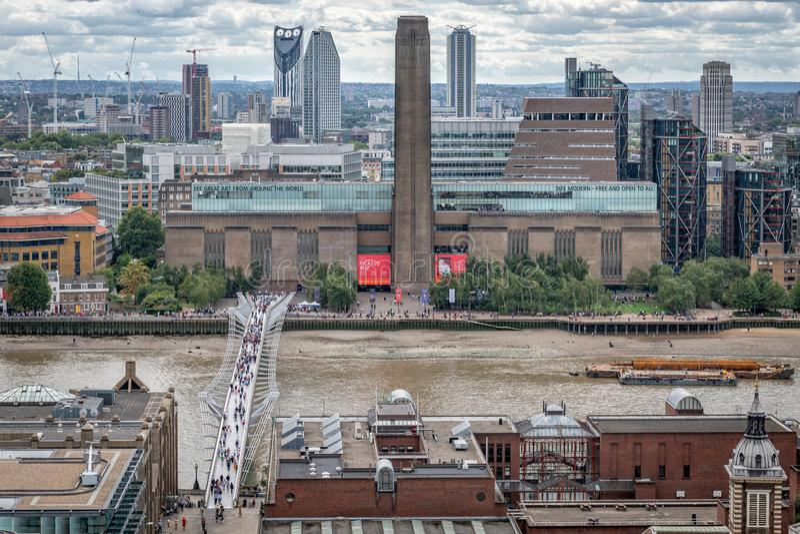 Ícones de Londres, Tate Modern, ponte do milênio, rio Tamisa fotografia de stock