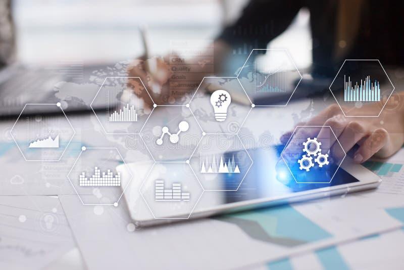 Ícones e gráficos das aplicações na tela virtual Conceito do negócio, do Internet e da tecnologia foto de stock