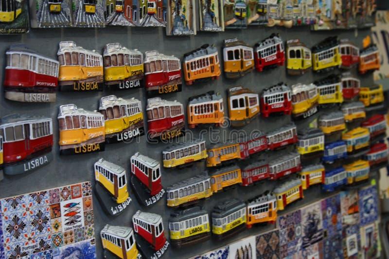 Ímãs dos bondes de Lisboa fotografia de stock