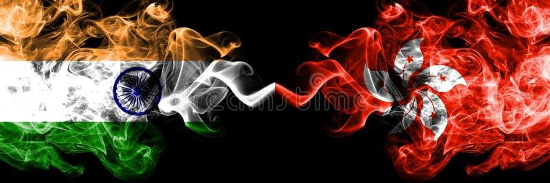 A Índia contra Hong Kong, bandeiras do fumo de China colocou de lado a lado Bandeiras de seda coloridas grossas do fumo do india imagens de stock royalty free