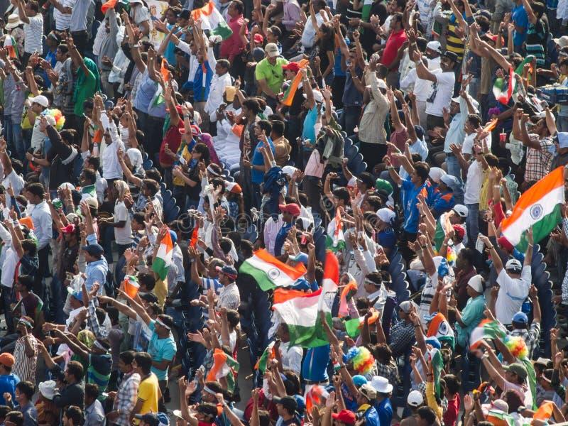A Índia da multidão do grilo comemora fotografia de stock