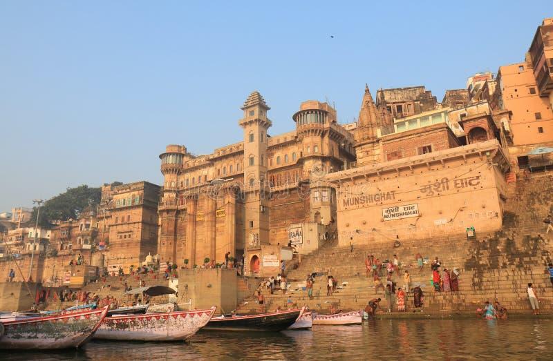 Índia de Varanasi do ghat de Ganges River foto de stock royalty free