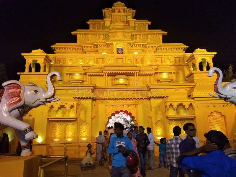 Índia dourada de Durga Pandal Jamtala South 24 Parganas Bengal imagem de stock royalty free