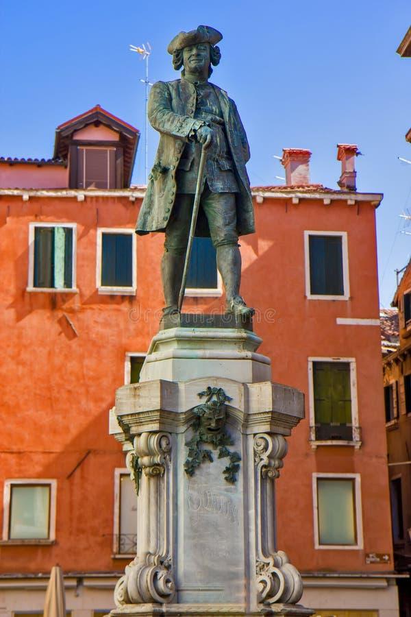 Άγαλμα του μεγάλων ιταλικών θεατρικού συγγραφέα και του λιμπρετίστα Carlo Goldoni στη Βενετία στοκ φωτογραφίες με δικαίωμα ελεύθερης χρήσης