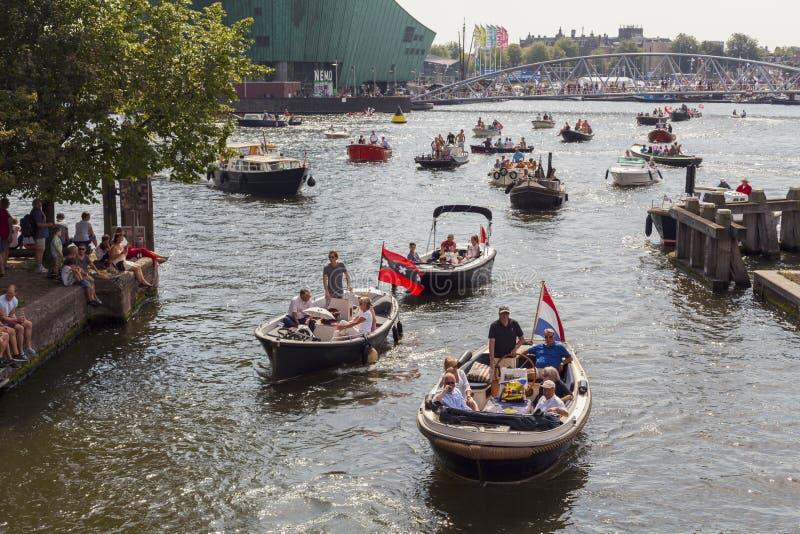 Άμστερνταμ, Κάτω Χώρες - 22 Αυγούστου 2015: Πολλά σκάφη στο πανί Άμστερνταμ είναι η μεγαλύτερη ελεύθερη δημόσια εκδήλωση στο Άμστ στοκ φωτογραφίες