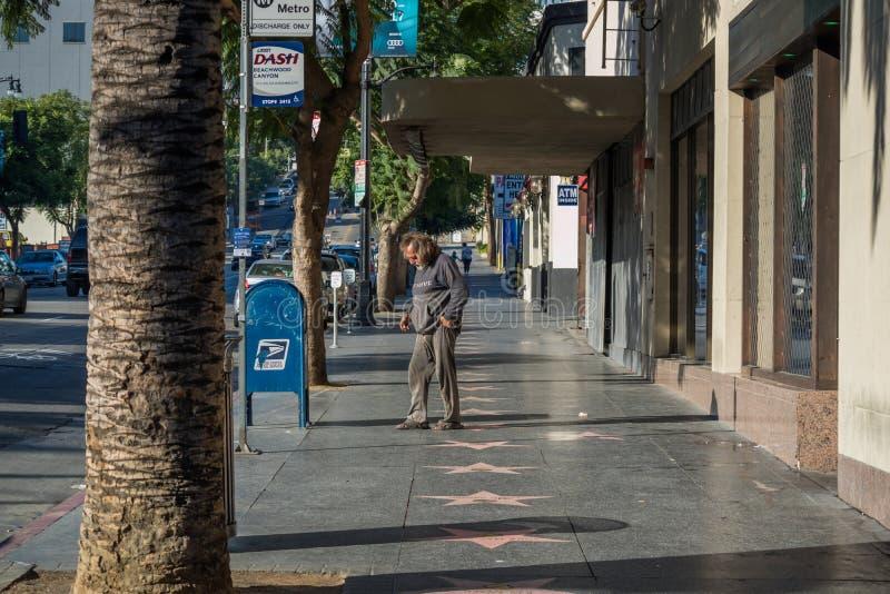 Άστεγο άτομο, περίπατος Hollywood της φήμης, λεωφόρος Hollywood στοκ φωτογραφία
