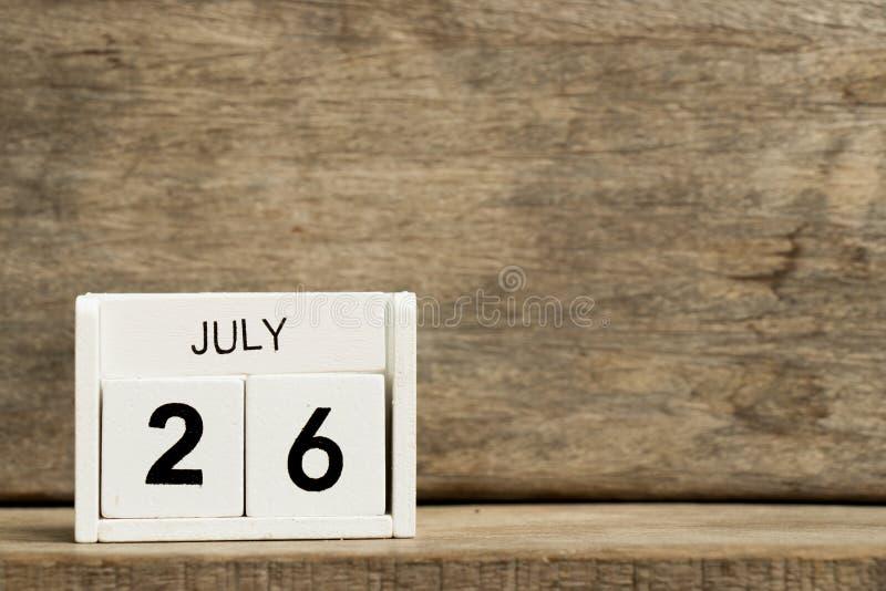 Άσπρη ημερολογιακή παρούσα ημερομηνία 26 φραγμών και μήνας Ιούλιος στοκ εικόνα με δικαίωμα ελεύθερης χρήσης
