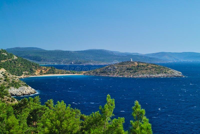 Άποψη άνωθεν, παραλία και ακρωτήριο με το παρατηρητήριο πετρών στοκ φωτογραφίες