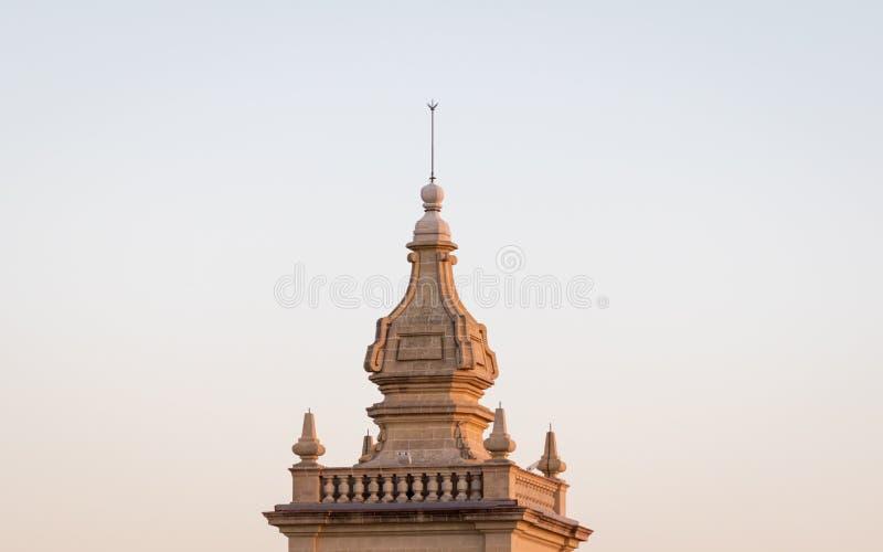 Άποψη λεπτομέρειας σχετικά με τη τοπ στέγη του παλαιού πύργου του παλαιού, ιστορικού παρεκκλησιού του ST Joseph μέσα στην ακρόπολ στοκ φωτογραφία με δικαίωμα ελεύθερης χρήσης