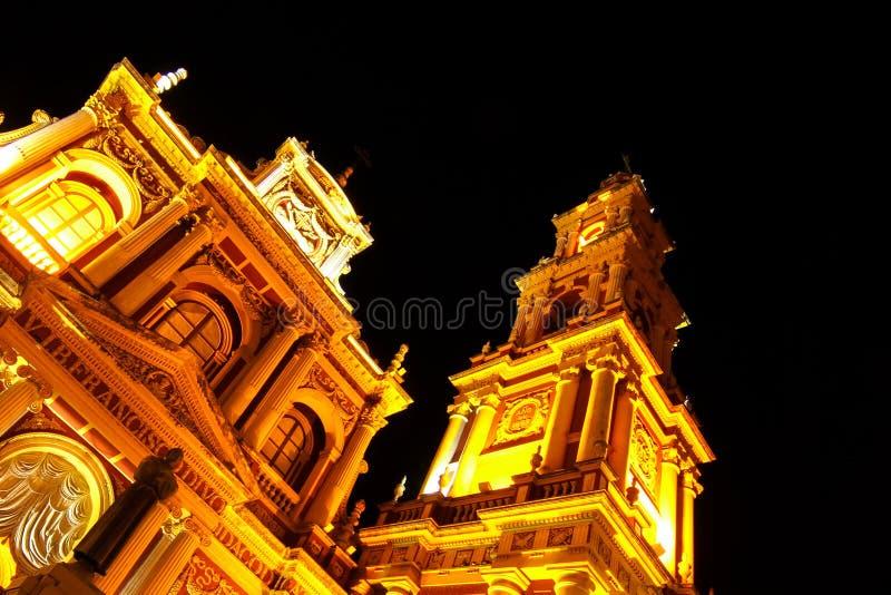 Άποψη σχετικά με την εκκλησία Αγίου Francis σε Salta, Αργεντινή τη νύχτα στοκ εικόνα