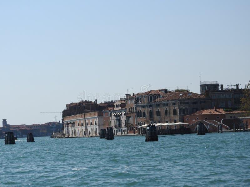 Άποψη της Βενετίας, της Ιταλίας και της άλλης αρχιτεκτονικής του από το μεγάλο κανάλι, σαφής ημέρα στοκ εικόνα με δικαίωμα ελεύθερης χρήσης