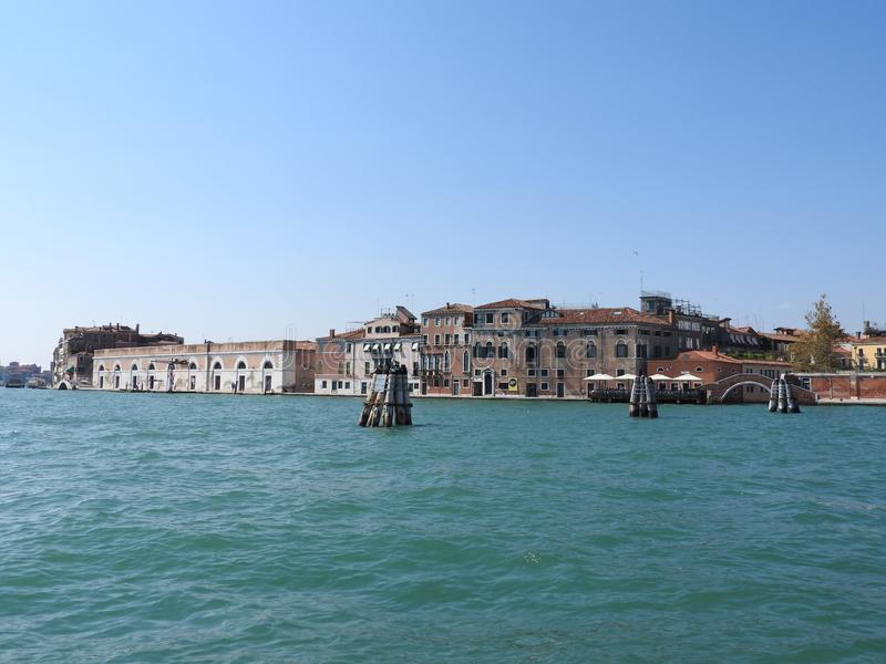 Άποψη της Βενετίας, της Ιταλίας και της άλλης αρχιτεκτονικής του από το μεγάλο κανάλι, σαφής ημέρα στοκ φωτογραφία με δικαίωμα ελεύθερης χρήσης