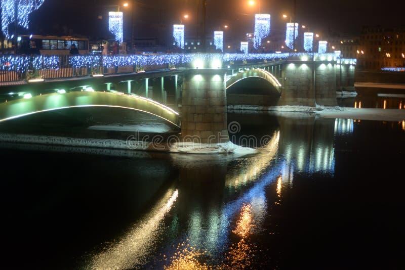 Άποψη της γέφυρας ανταλλαγής στη χειμερινή νύχτα στοκ φωτογραφία με δικαίωμα ελεύθερης χρήσης