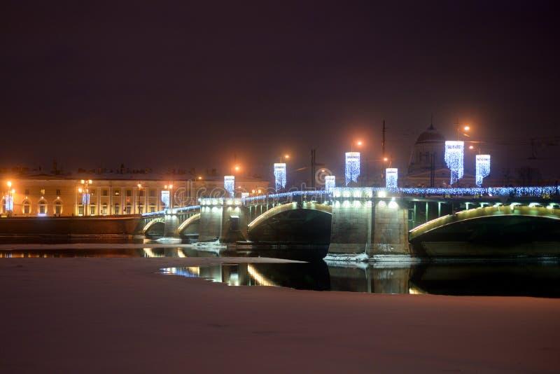 Άποψη της γέφυρας ανταλλαγής στη χειμερινή νύχτα στοκ φωτογραφίες με δικαίωμα ελεύθερης χρήσης