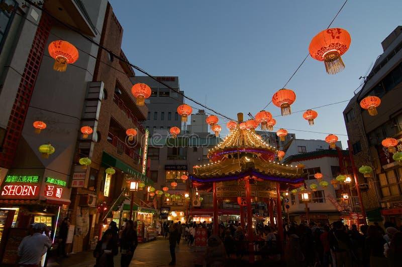 Άποψη της δημόσια πλατείας σε Chianatown του Kobe ένα βράδυ φθινοπώρου στοκ φωτογραφίες