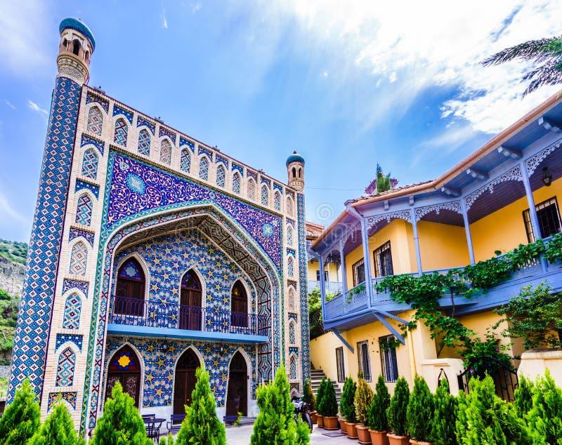 Άποψη του μουσουλμανικού τεμένους Juma και του αραβικού κτηρίου ύφους στο παλαιό Tbilisi, Γεωργία στοκ εικόνα με δικαίωμα ελεύθερης χρήσης