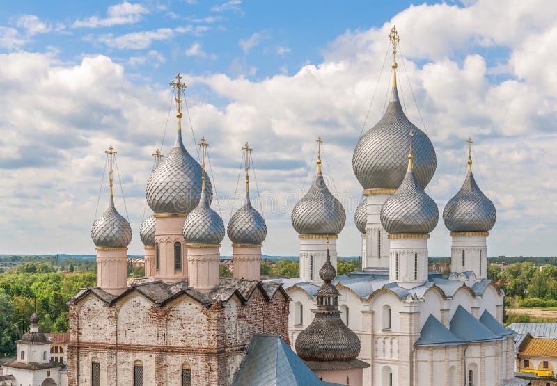 Άποψη των θόλων εκκλησιών του Ροστόφ Κρεμλίνο Περιοχή Yaroslavl Ρωσία στοκ εικόνα